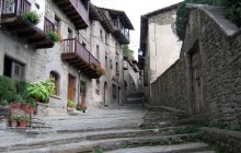 Romantic Villages Day Tour with Lunch from Barcelona